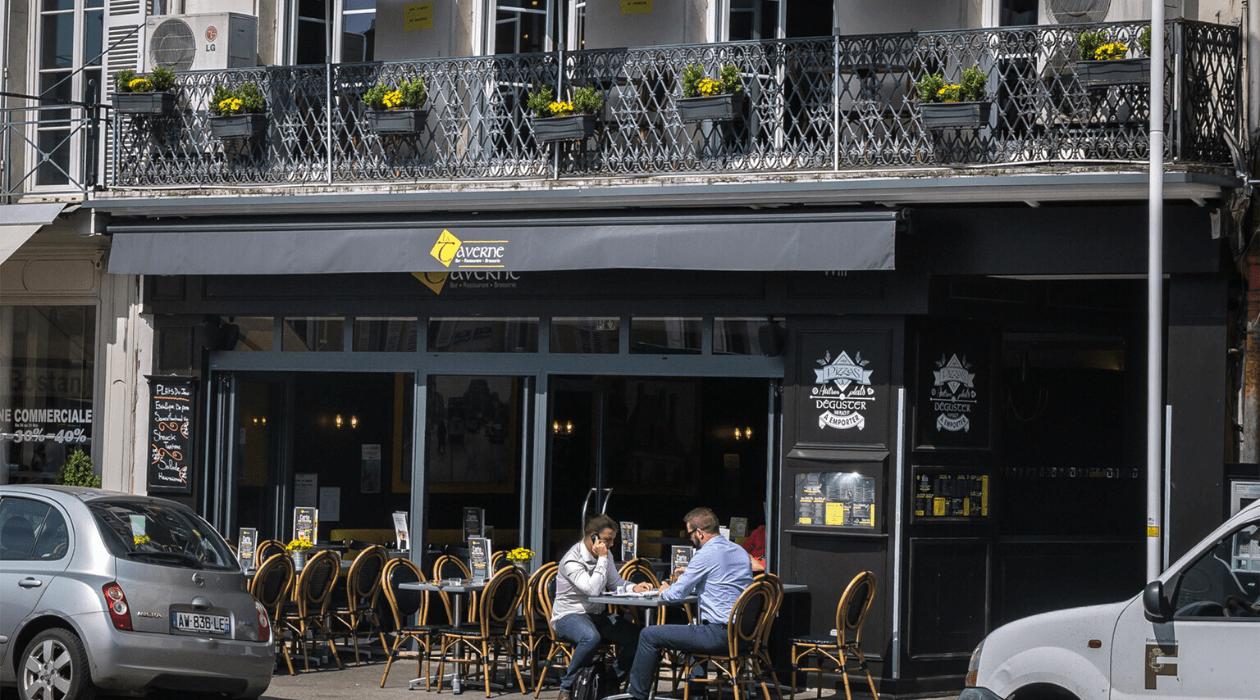 """Facade du restaurant """"La Taverne"""" à Fontainebleau."""