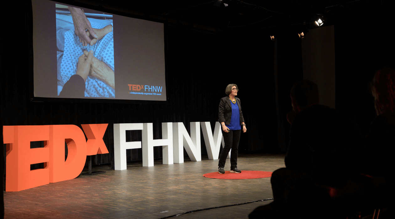 Sonia Weyers on the stage at TEDxFHNW
